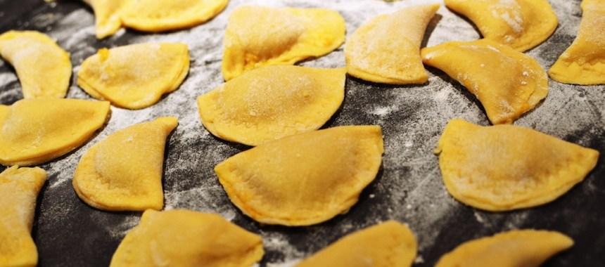 Ravioles farcies au potiron, beurre noisette au romarin et à la sauge