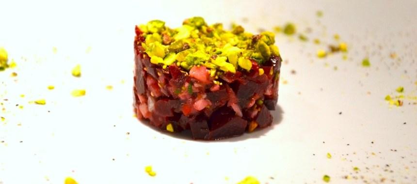 Crumble de betteraves aux harengs marinés et pistaches grillées