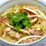 Soupe de nouilles: bouillon de canard laqué