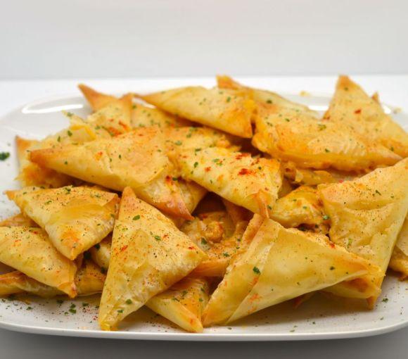 Triangles de pâte filo farcis aux crevettes grises