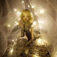 Artista canadiense vende muñecas en miles de dólares