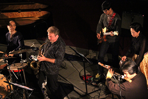 Tim Garland (saxes), Heo Yoon-Jeong (Geomungo), Lee Aram (Daegeum), Jean Oh (guitar), Asaf Sirkis (drums)
