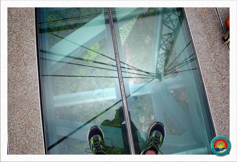 Glasboden der Skybridge