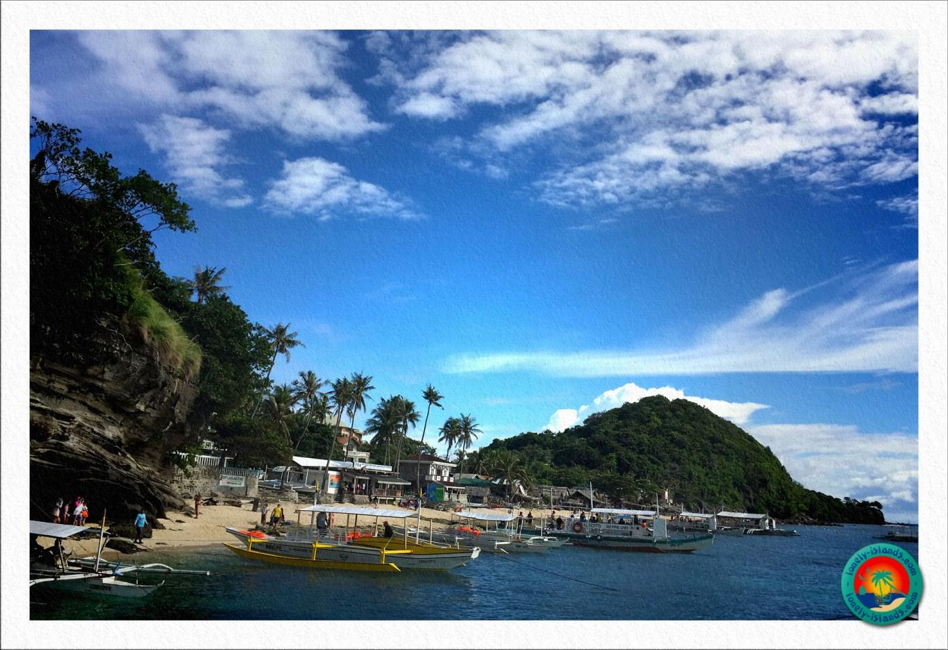 Hauptstrand von Apo Island