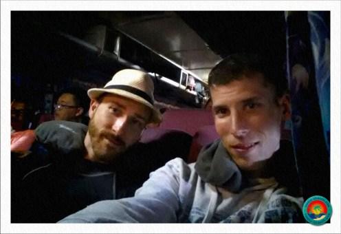 Michael und Dominik im eisigen Bus