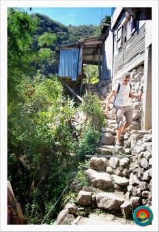 Treppenpfad zum Wasserfall
