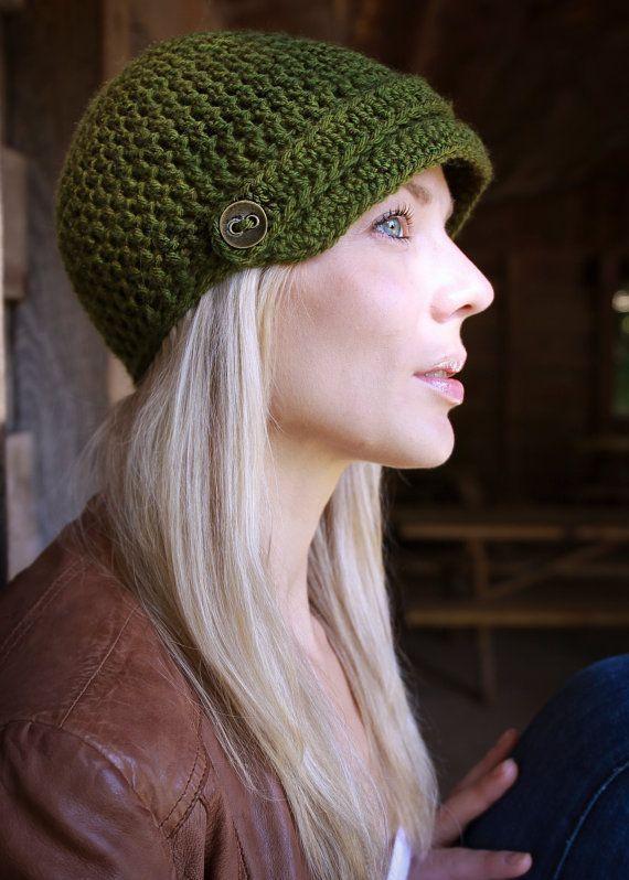 зимняя вязанная жокейская шапка
