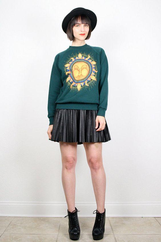 зеленый свитшот с короткой юбкой
