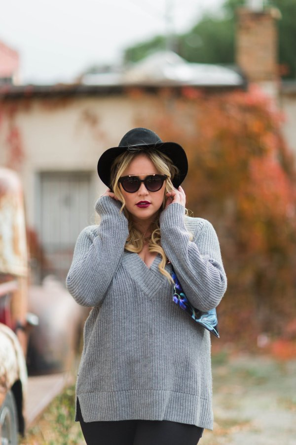 gray sweater xx nordstrom, nordstrom, off shoulder sweater, gray sweater, v neck sweater, ootd, fall ootd, fall leaves, fall fashion, fall style, leggings