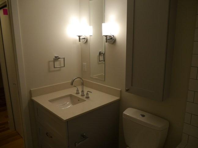 L69-010616-205-bathroom