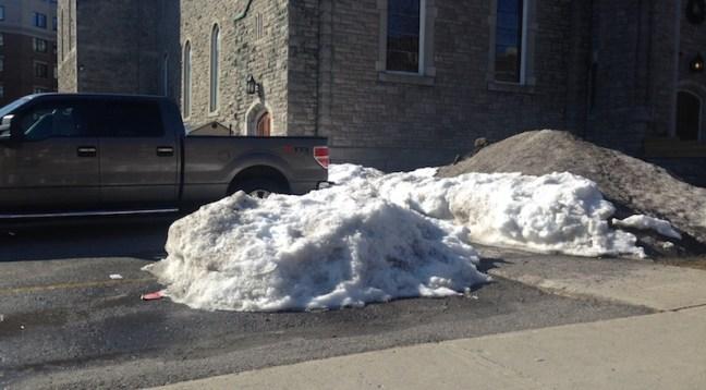 L69-041416-ottawa snow
