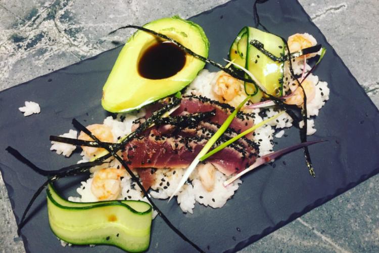 Open sushi met tonijn en garnalen