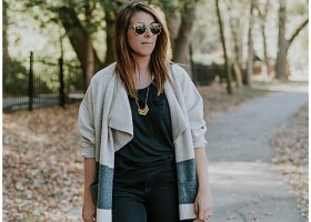 casual-fall-outfits-madewell-sweater-coat-fringed-vans-sneakers_1636