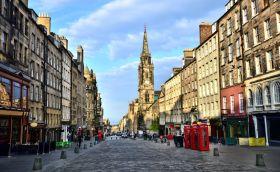 Credits. Edinburgh by Jennifer Barrow/123RF