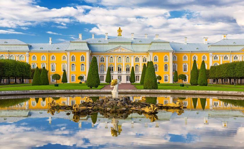 credits. Sankt Peterburg by Petroperola/can stock photo