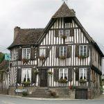 Blangy-le-Château, Calvados (14) – Normandie : L'ancienne auberge Le Coq hardi – Crédit photo : Uwe Barghaan