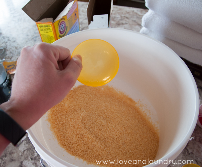 My Favorite Homemade Laundry Detergent - easy and cheap to make! And it's totally safe in an HE washer!