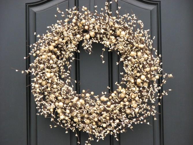 15 Christmas Wreath Ideas - White Berry Wreath