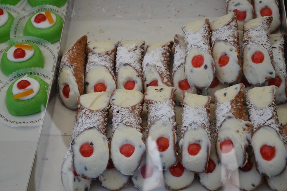 cannoli siciliani loveeattravel.com