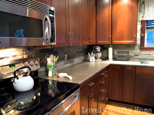 DIY airstone kitchen backsplash