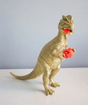 gold dinosaur with hearts