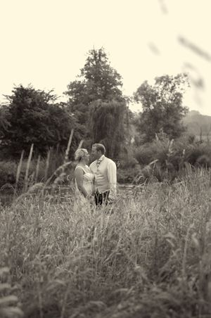 An Old Fashioned Country Garden Wedding... (Weddings )