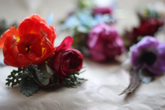 How To Make Buttonholes Like The Ones You See On Wedding Blogs... (DIY Projects )