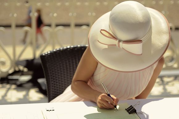 Wide brim bridal hat