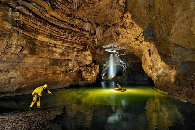 Подземное озеро и подземный водопад