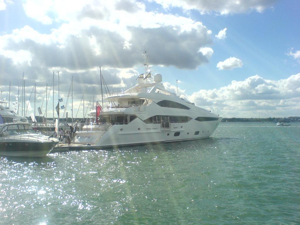 Boat Show 2010 phone pics 011