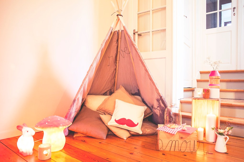 une saint valentin cocoon dans un tipi love tralala. Black Bedroom Furniture Sets. Home Design Ideas