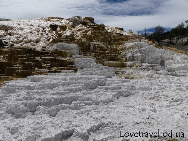 mammoth-hot-springs-23