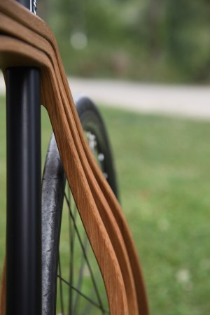 Wooden-bicycle_Niko-Schmutz_dezeen_936_1