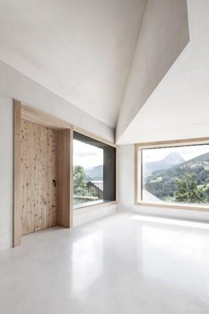 House_in_Pliscia_by_La_Padevilla_dezeen_468_4
