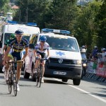 Tyler Farrar and Romain Feillu race the ambulance