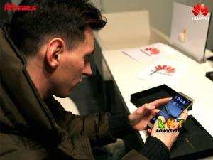 Messi using the Huawei Mate 8
