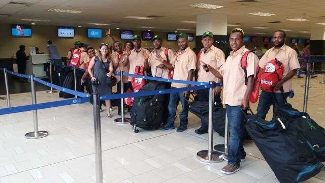 png-students-at-airport