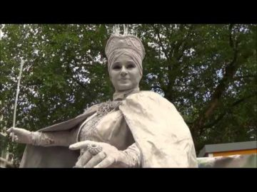 The Snow Queen - living statue