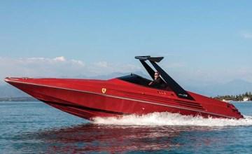 1990-riva-ferrari-32-speedboat-front