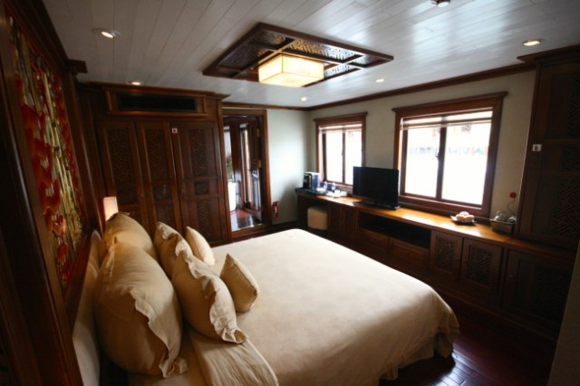 luxurious cruise halong bay paradise peak