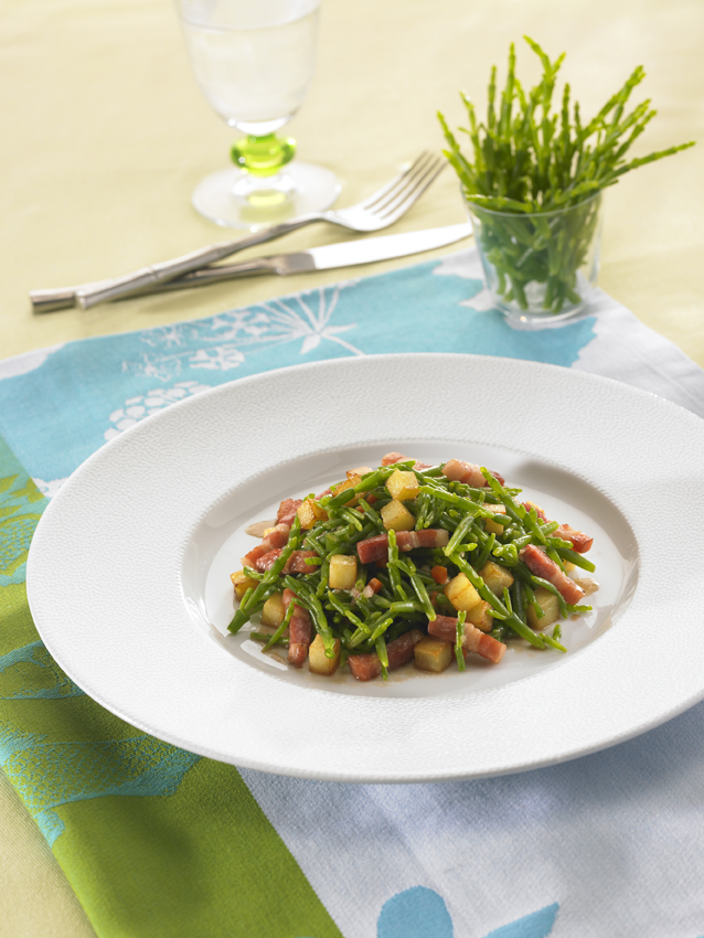 Salade de salicornes au balsamique, petits lardons et dés de pomme de terre rissolées : restaurant l'Armen