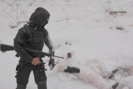 Hot Toys The Winter Soldier - with Snow-Job's gun
