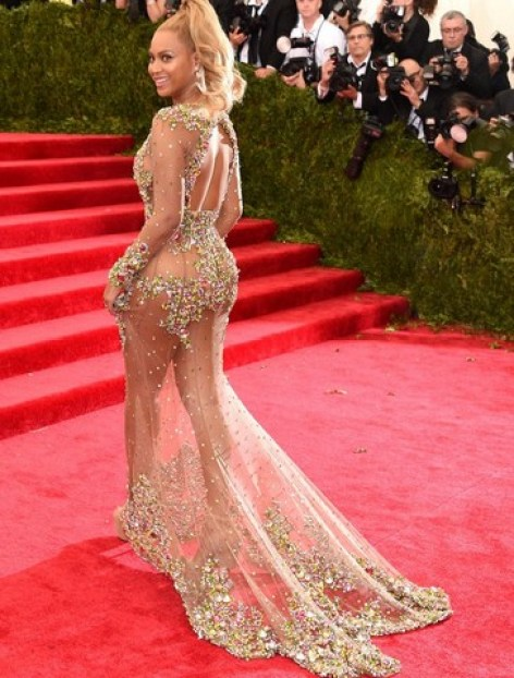 2015 Met Gala - Beyonce-Knowles left side-
