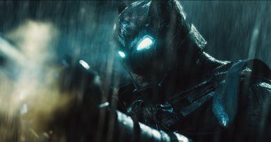 Batman kicks butt in final Batman v Superman trailer