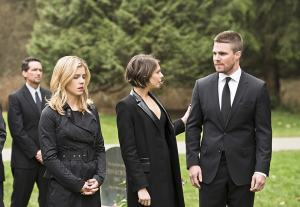 arrow canary cry review - felicity, thea and oliver-min
