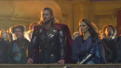 thor-2-the-dark-world-chris-hemswortn-and-natalie-portman