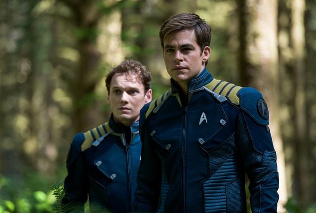 Star Trek Beyond - Chekov Anton Yelchin and Captain Kirk Chris Pine-min
