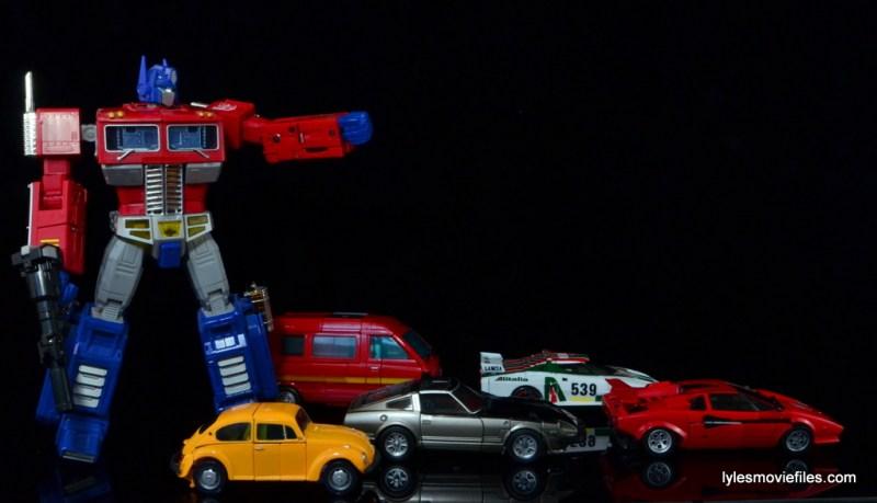 Transformers Masterpiece Bumblebee review -Optimus Prime sending Bumblebee, Ironhide, Bluestreak, Wheeljack and Sideswipe out