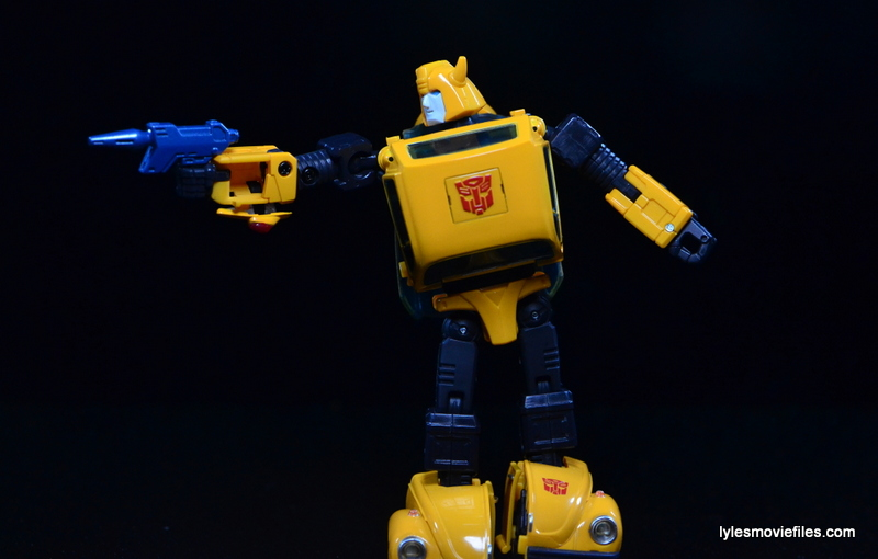 Transformers Masterpiece Bumblebee review -aiming blaster
