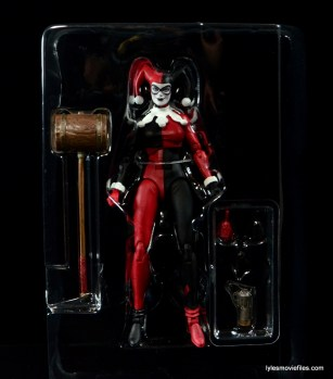 DC Icons Harley Quinn figure review -accessories